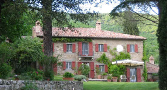 lusso adds 500 year old tuscan farmhouse